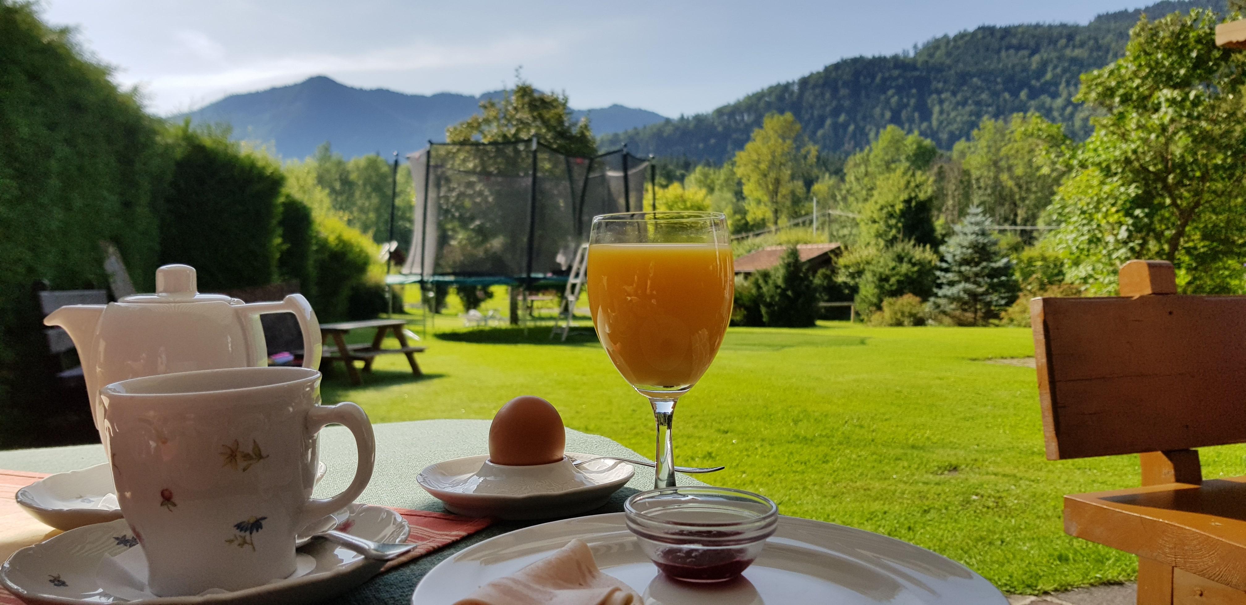 Fühstück im Garten